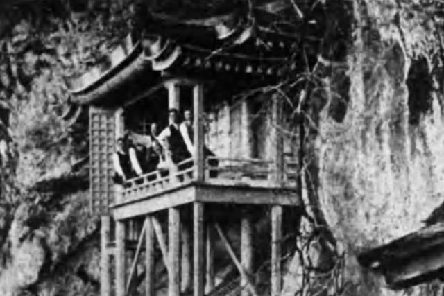 三徳山三佛寺投入堂(日本旅行協会『山陰地方』昭和13年...