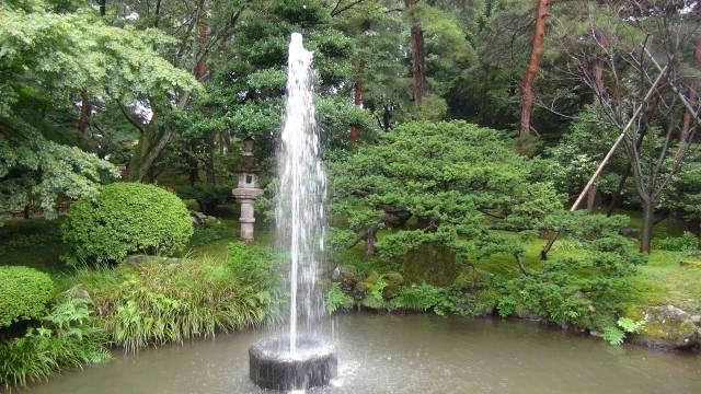 園内の噴水は日本に現存する最も古い噴水といわれている。...