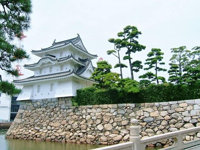 日本三大水城のひとつとされる高松城。別名・玉藻城。