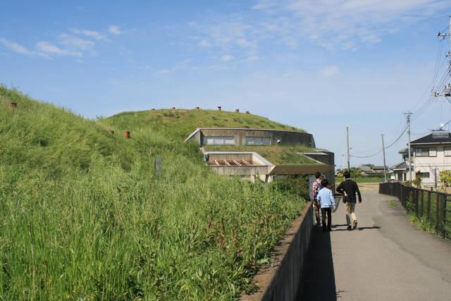 将軍山古墳展示館の入口
