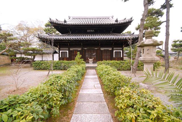 1652年建立の仏殿。国指定の重要文化財。