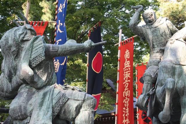 この合戦で信玄が負傷したこと、上杉方に単騎で武田軍に突...