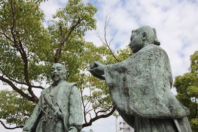 豊臣秀吉と幼き石田三成の「出逢い像」。