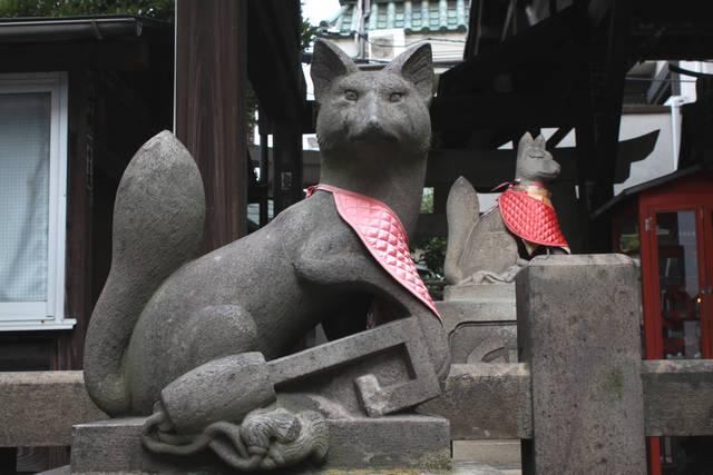 被官稲荷神社の狛狐