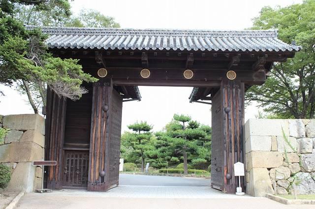 【大手門】昭和13年に建てられたものなので、江戸時代か...