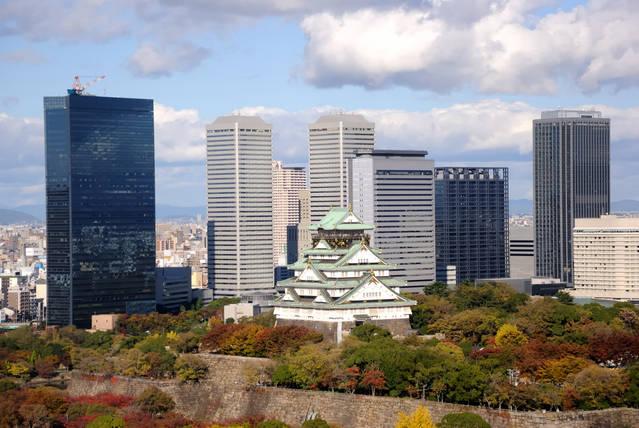ビル群の真ん中にはシンボル・大阪城が