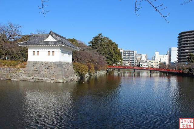 【二の丸隅櫓】明治時代の廃城令でも壊されなかったが、関...