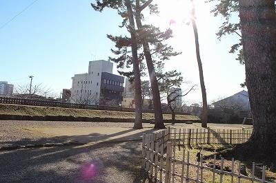 【馬出曲輪】かつては二重櫓などが建っていたが、元禄地震...