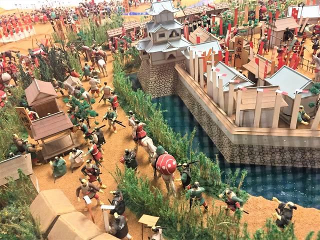 本戦前日、9月14日の杭瀬川の戦いをジオラマで再現。