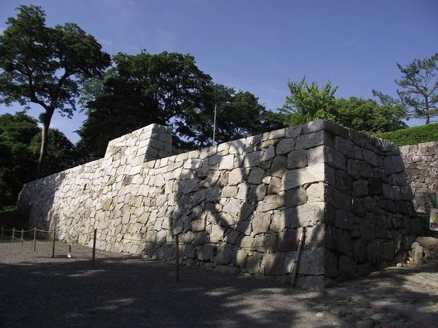 【筒井城跡の石垣】