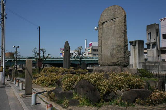 天誅組上陸地碑と堺事件碑