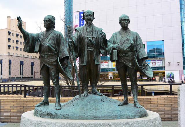 水戸駅北口に立つ水戸黄門像