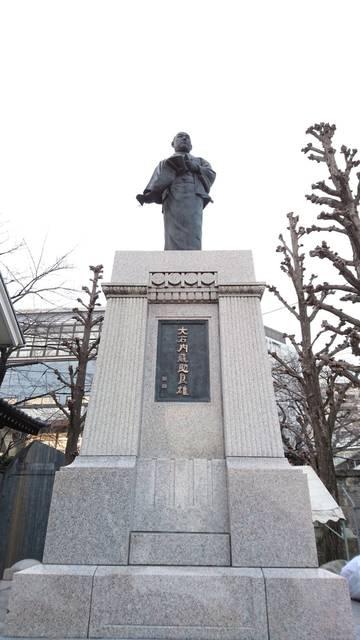 高輪の泉岳寺にある大石内蔵助の像