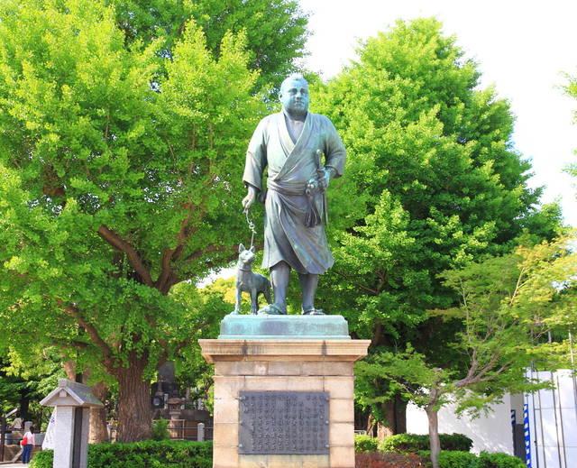 皇居外苑の楠木正成像、靖国神社の大村益次郎像と並び、「...
