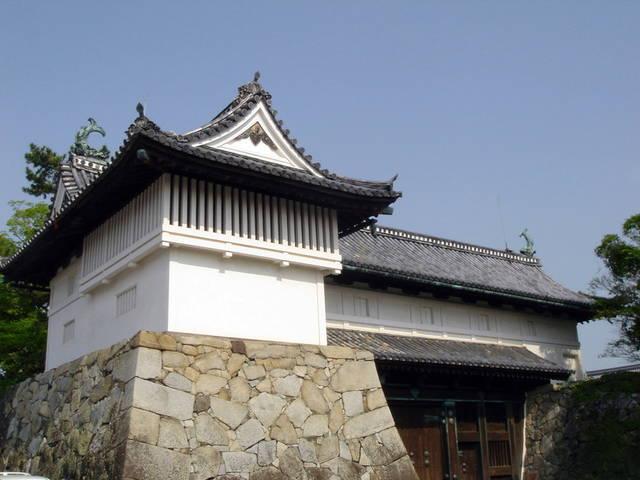 佐賀城趾(佐賀県佐賀市)の鯱の門と続櫓