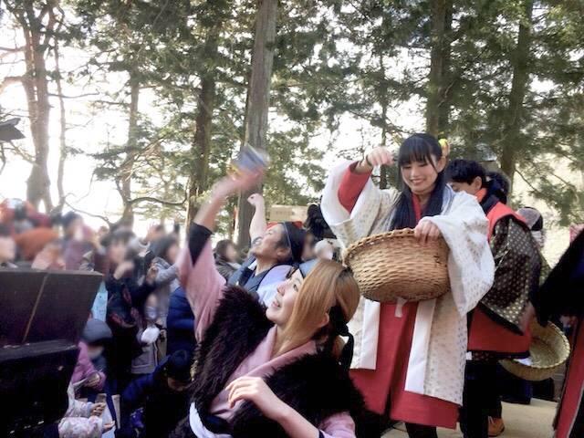 真田神社前での豆撒き