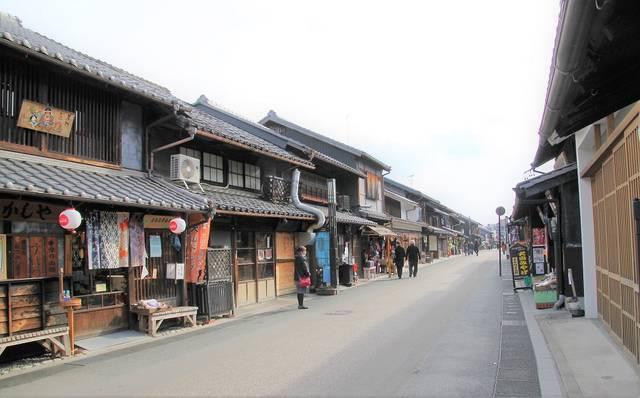 犬山城下町。写真は平日の午前中なので空いていますが、休...