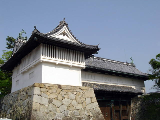 佐賀城の鯱の門と続櫓