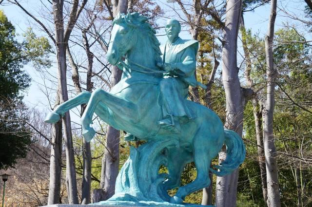 象山神社にある佐久間象山の銅像