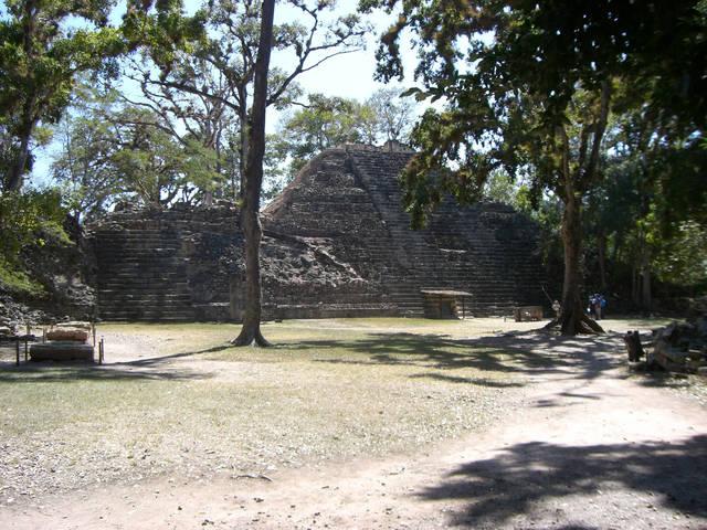 中米・グアテマラにあるマヤの王が眠る神殿(16号神殿)