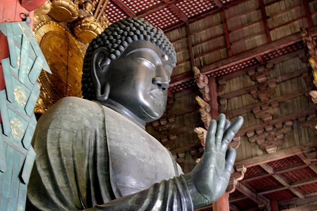 東大寺大仏殿の本尊である盧遮那仏像