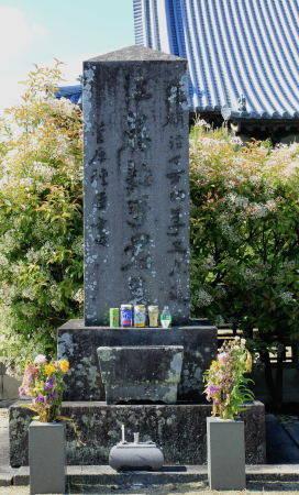 本行寺にある江藤新平の墓