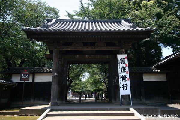 喜多院最古の建物である山門。