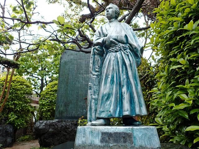 寺田屋にある坂本龍馬像