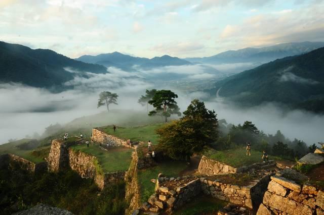 一度は行きたい天空の城・竹田城。雲海が見られればラッキー!
