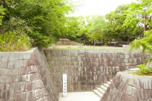 有岡城の本丸は現在のJR伊丹駅付近に位置し、有岡城跡史...
