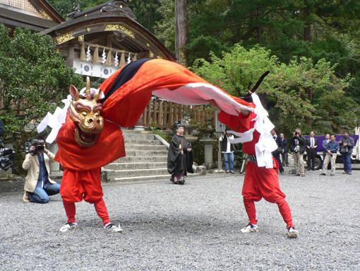 宇倍神社の「麒麟獅子舞」