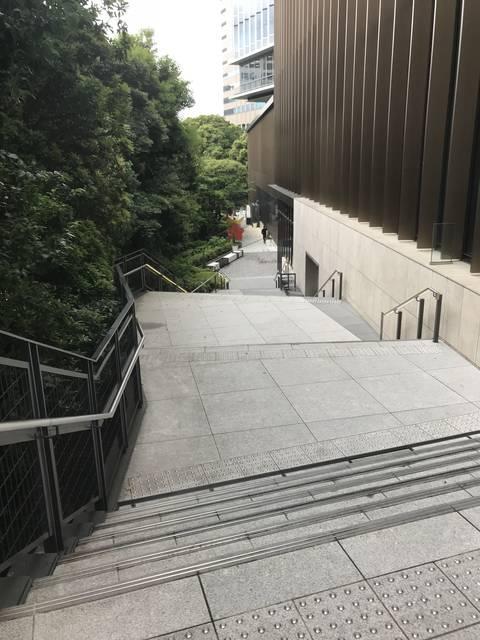 東京ガーデンテラス紀尾井町、テラスの小道。