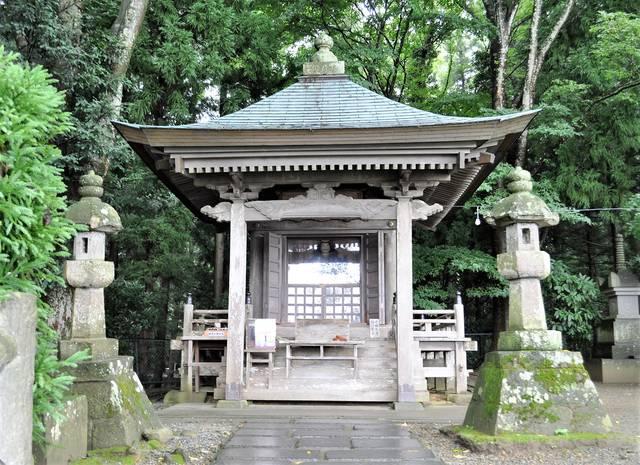 衣川館跡に建てられた高館義経堂(岩手県平泉町)