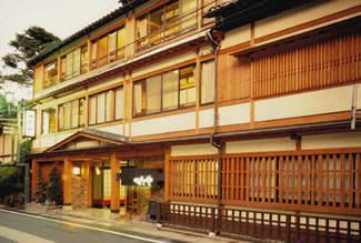 桂小五郎ゆかりの宿として有名なつたや旅館。