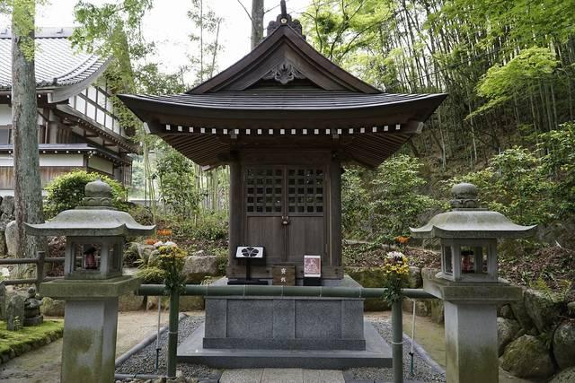 龍護寺(岐阜県恵那市)にある明智光秀霊廟。