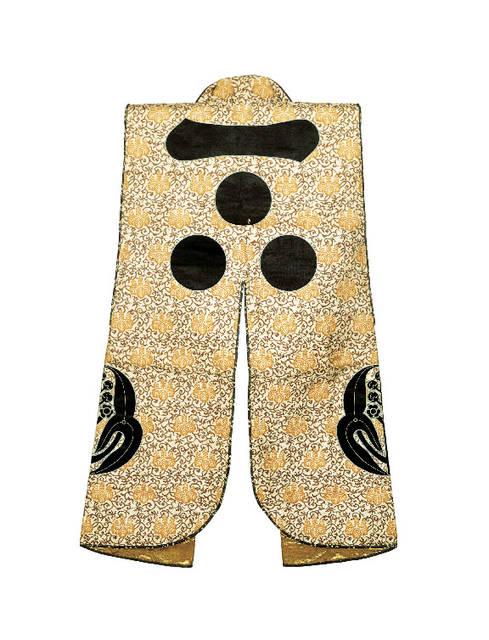 《白地桐唐草文様陣羽織》江戸時代(19世紀) 毛利博物館蔵
