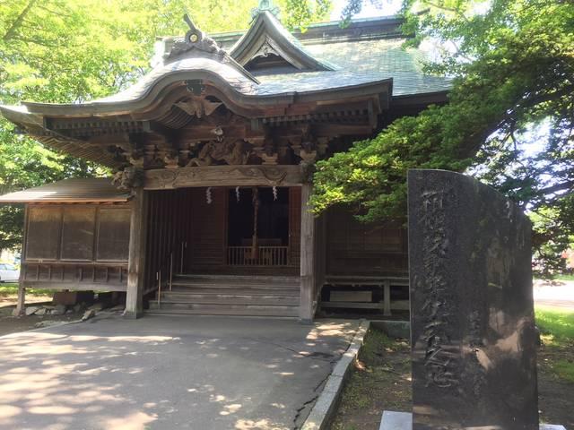 箱館戦争降伏式の地碑と旧拝殿