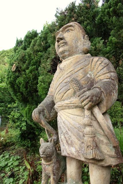 指宿に建てられた西郷と愛犬の石像