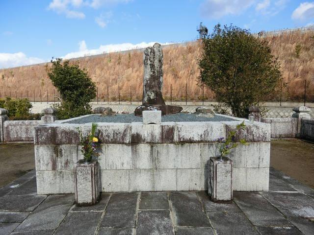 鳥居強右衛門の墓(愛知県新城市、新昌寺)
