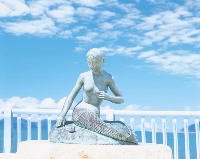 人魚の肉を食べた八百比丘尼伝説に因み建てられた人魚の像