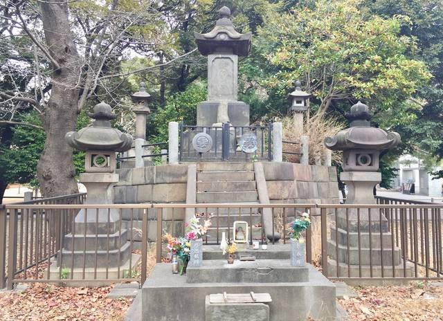 上野公園にある彰義隊の墓
