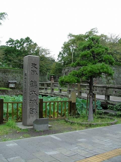 【鶴丸城跡の石碑】鹿児島城は別名「鶴丸城」とも呼ばれる...