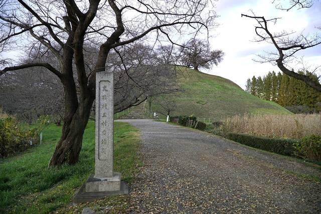 忍城攻めで石田三成が本陣を置いた丸墓山古墳を石田堤から...