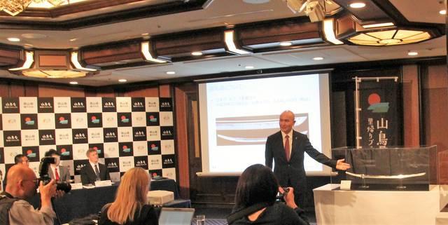 10月23日、東京・帝国ホテルで行われた記者会見にてプ...