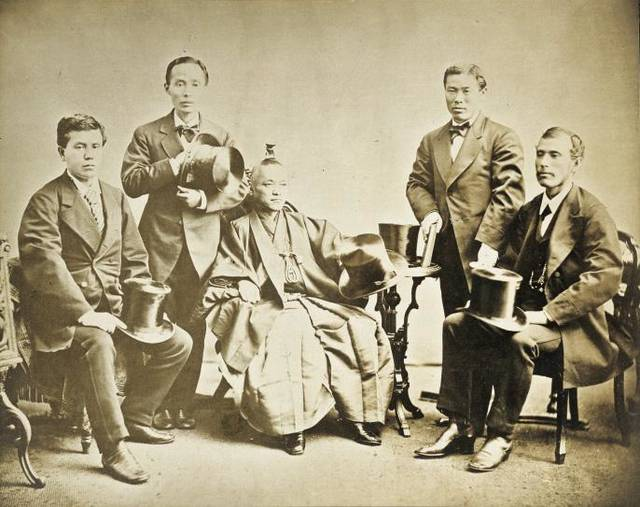 岩倉使節団の主要メンバー(左から木戸孝允、山口尚芳、岩...