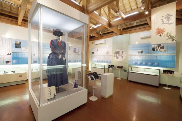 吟子が使った医学書や手紙などが展示されている荻野吟子記念館