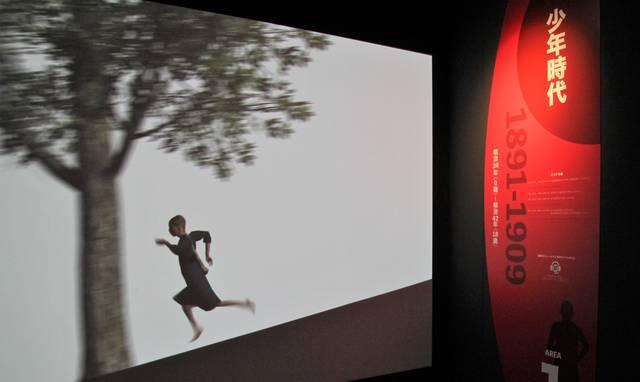 韋駄天登校を映像で体験!とにかく走る金栗少年。