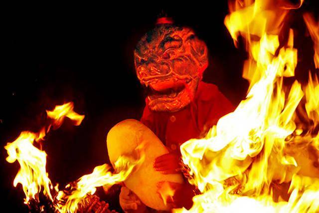 愛知県岡崎市の瀧山寺で炎の中から現れた鬼神。人間の願い...