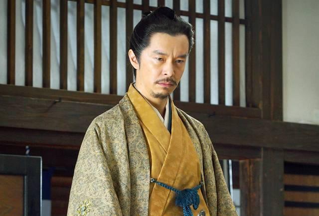 安中藩主板倉勝明を演じるのは、長谷川博己さん