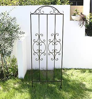 お庭を囲うアイアンフェンスが簡単に設置できちゃいます!...
